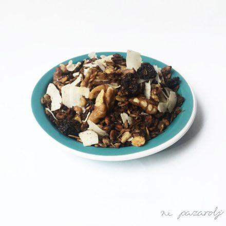 Ételmentő meggyes sörtörköly granola